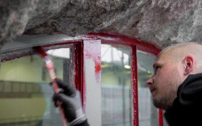 Nästa etapp renovering av Olidans närmare 30 kvm stora fönsterpartier är i fas